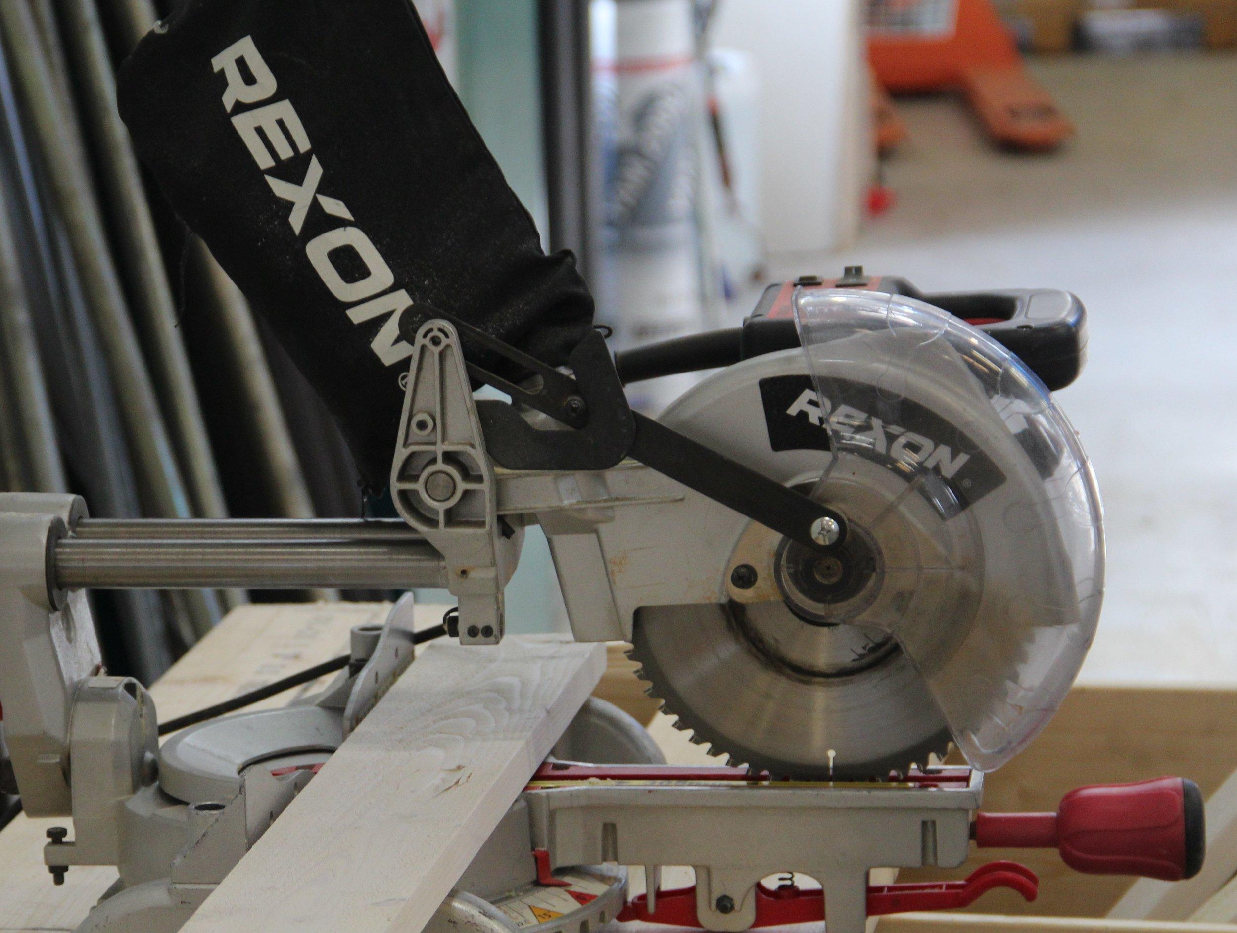 Tillverkning och montering i egen verkstad.