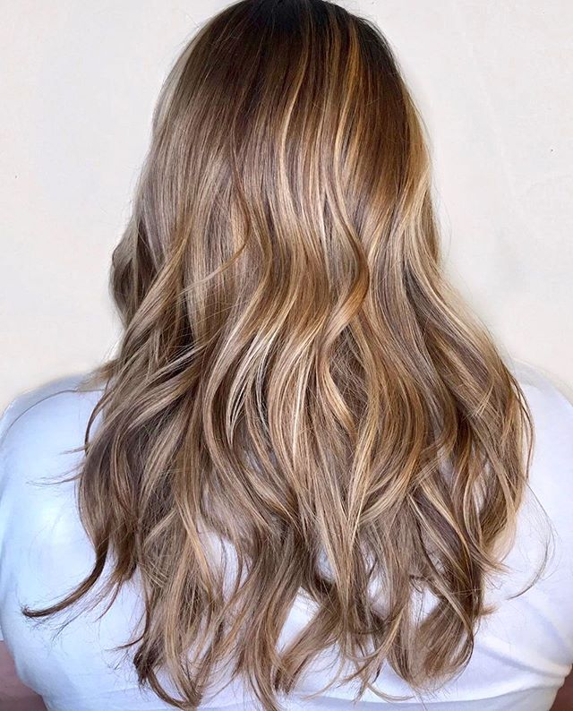 Sun-kissed ribbons by @salondezen🌊 . . Master colorist: @elisethehairnerd🎨 . . #shopOTBD #lovelocalOT #extraordinaryALX #womanowned #sunkissedhair #sunkissedhighlights #summerhaircolor #summerhairgoals #lovekm