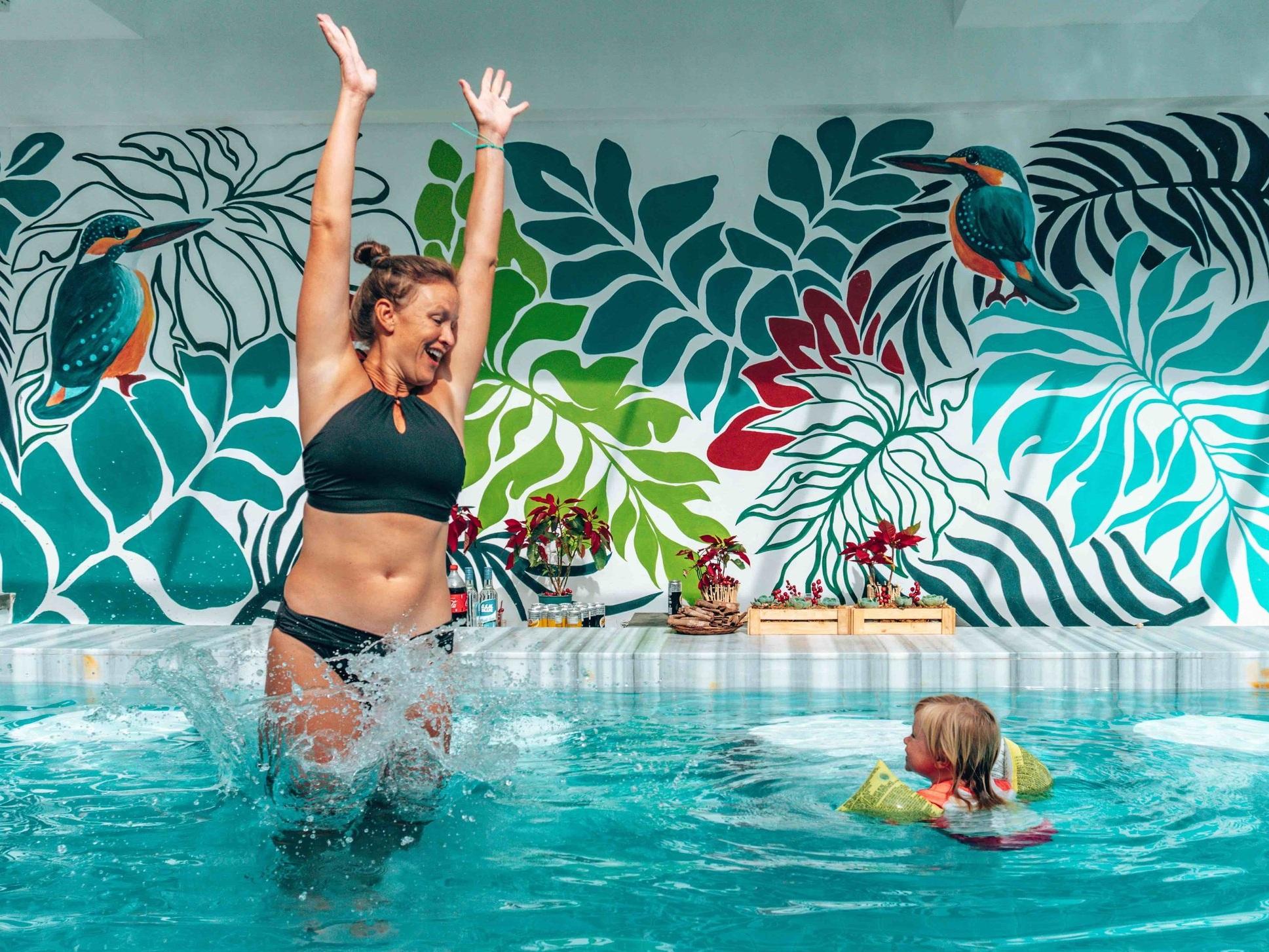 Pool_feature+wall_mother_daughter_splash_Coast+Boracay.jpg