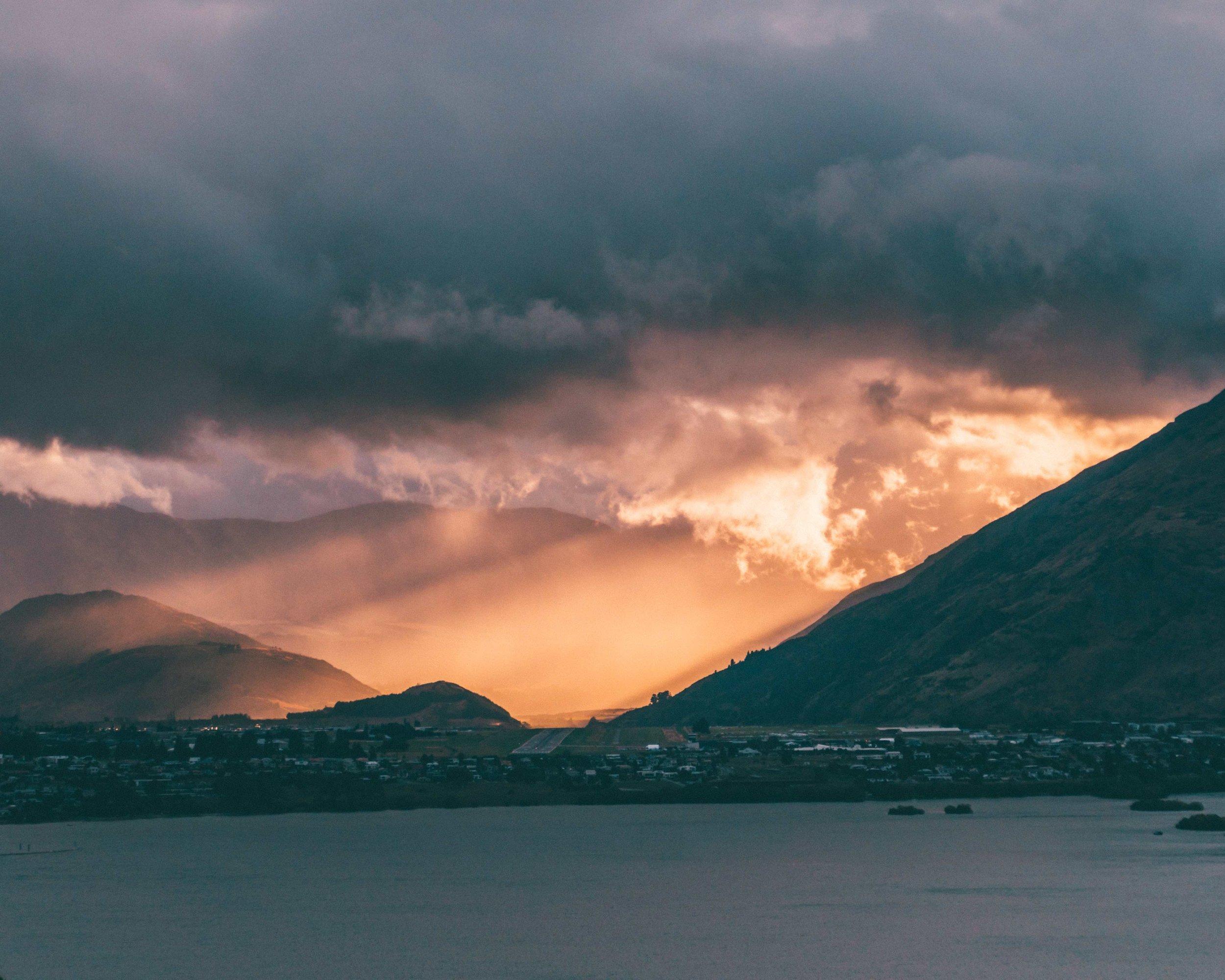 New Zealand_Queenstown_Sunrise_Mountains.jpg
