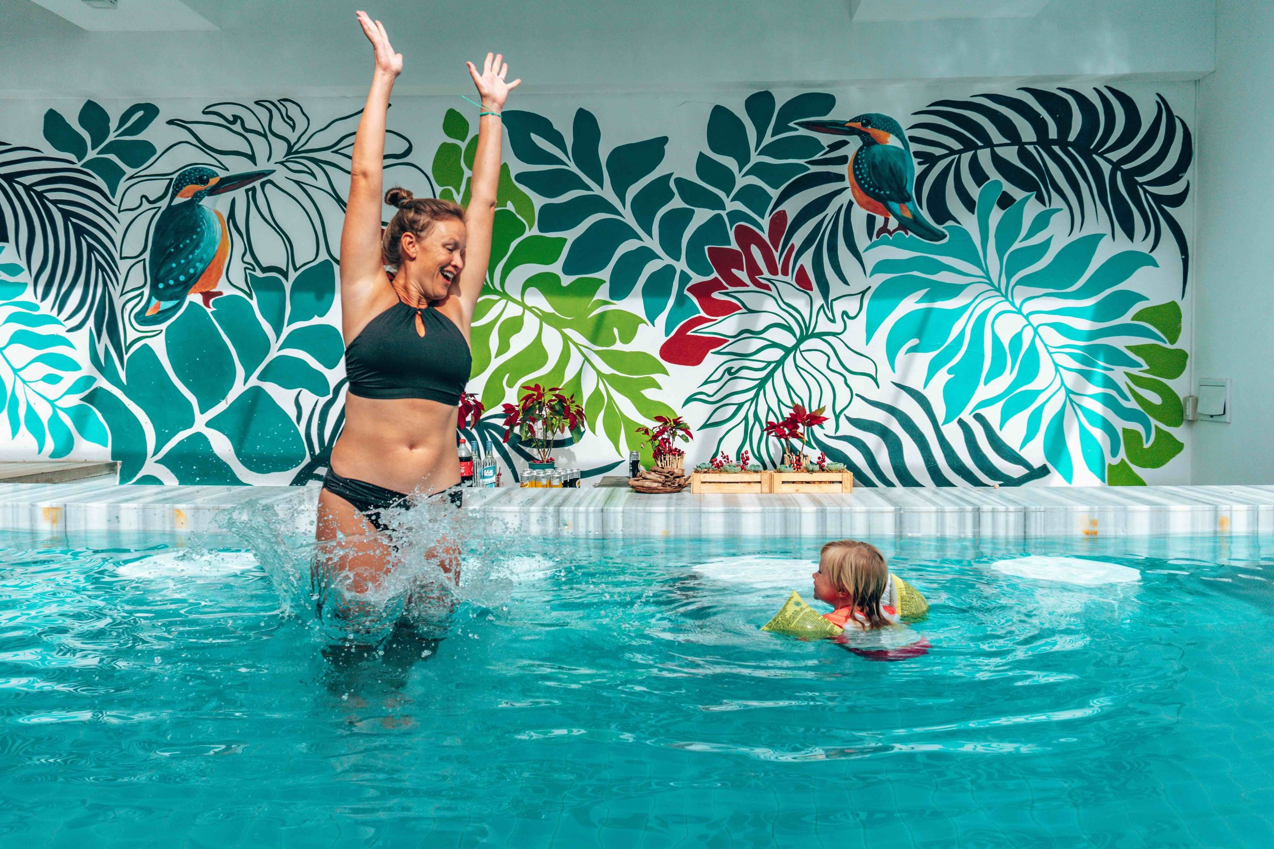 Pool_feature wall_mother_daughter_splash_Coast Boracay.jpg