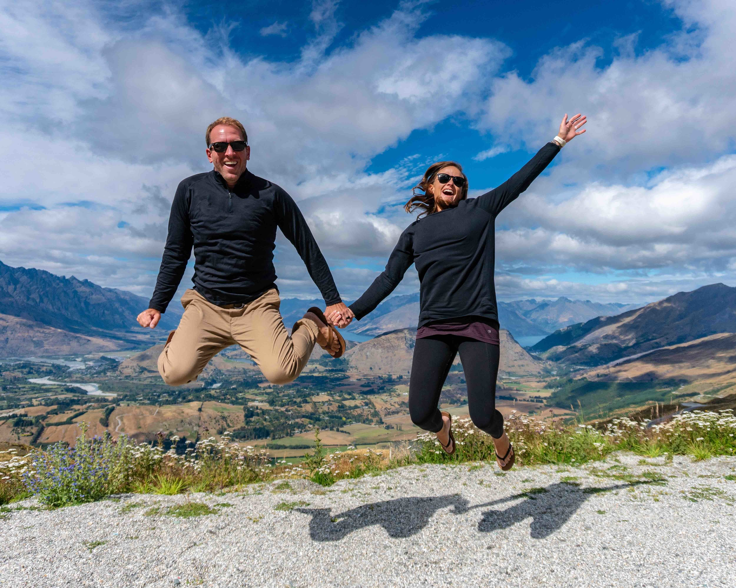 Lifestyle_couple_new zealand_queenstown_jumping_landscape_mountains_happy.jpg