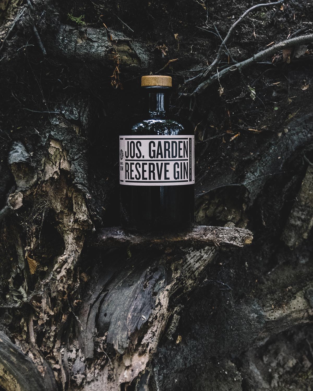 Brennerei-Ehringhausen_Destillate_Jos-Garden_Jos-Garden-Reserve-Gin_Mood-3.jpg