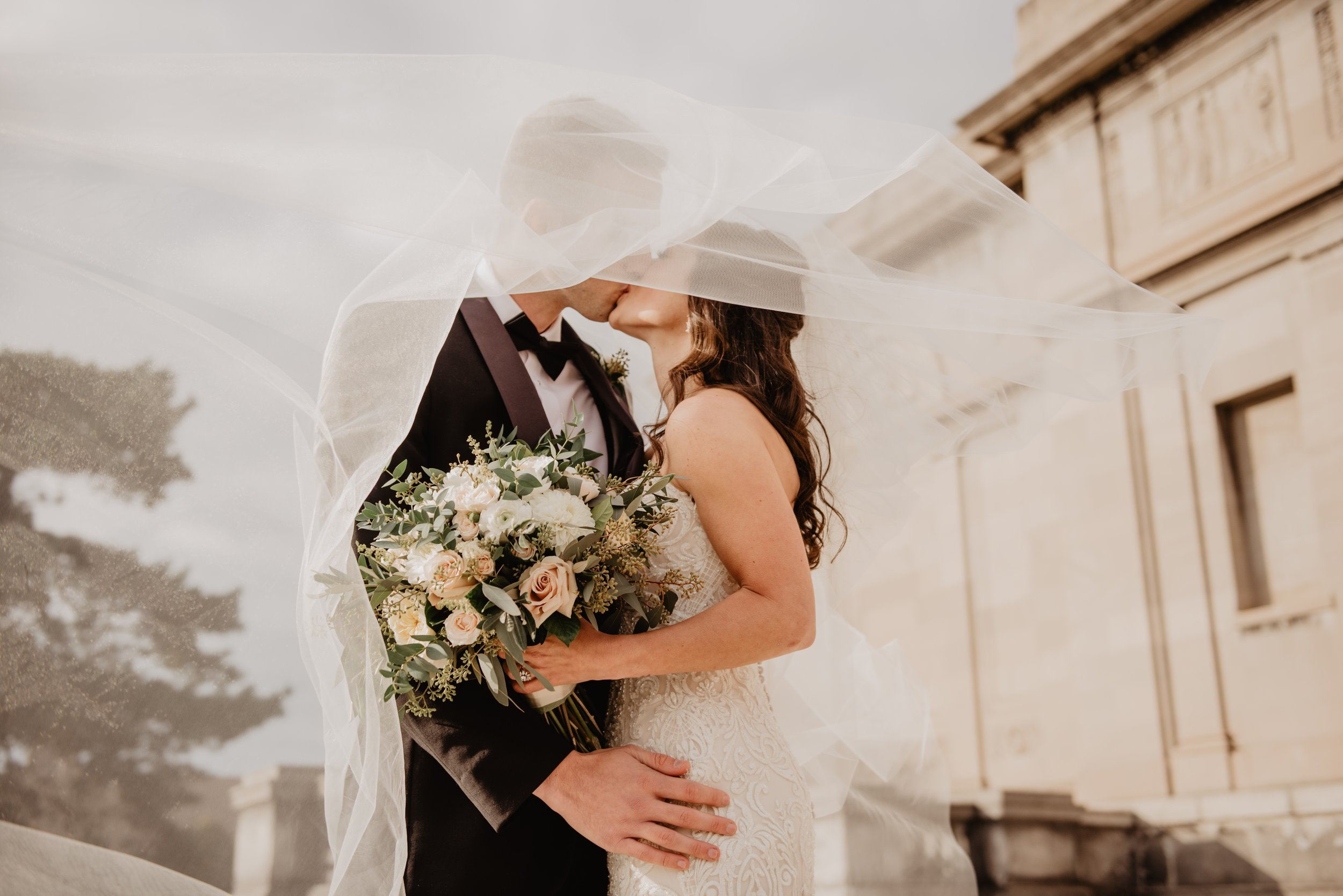 Planning a wedding? - Keep it affordable with these 7 simple tips!