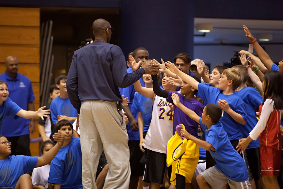 black card circle sponsored charity event kobe bryant family foundation 30.jpg
