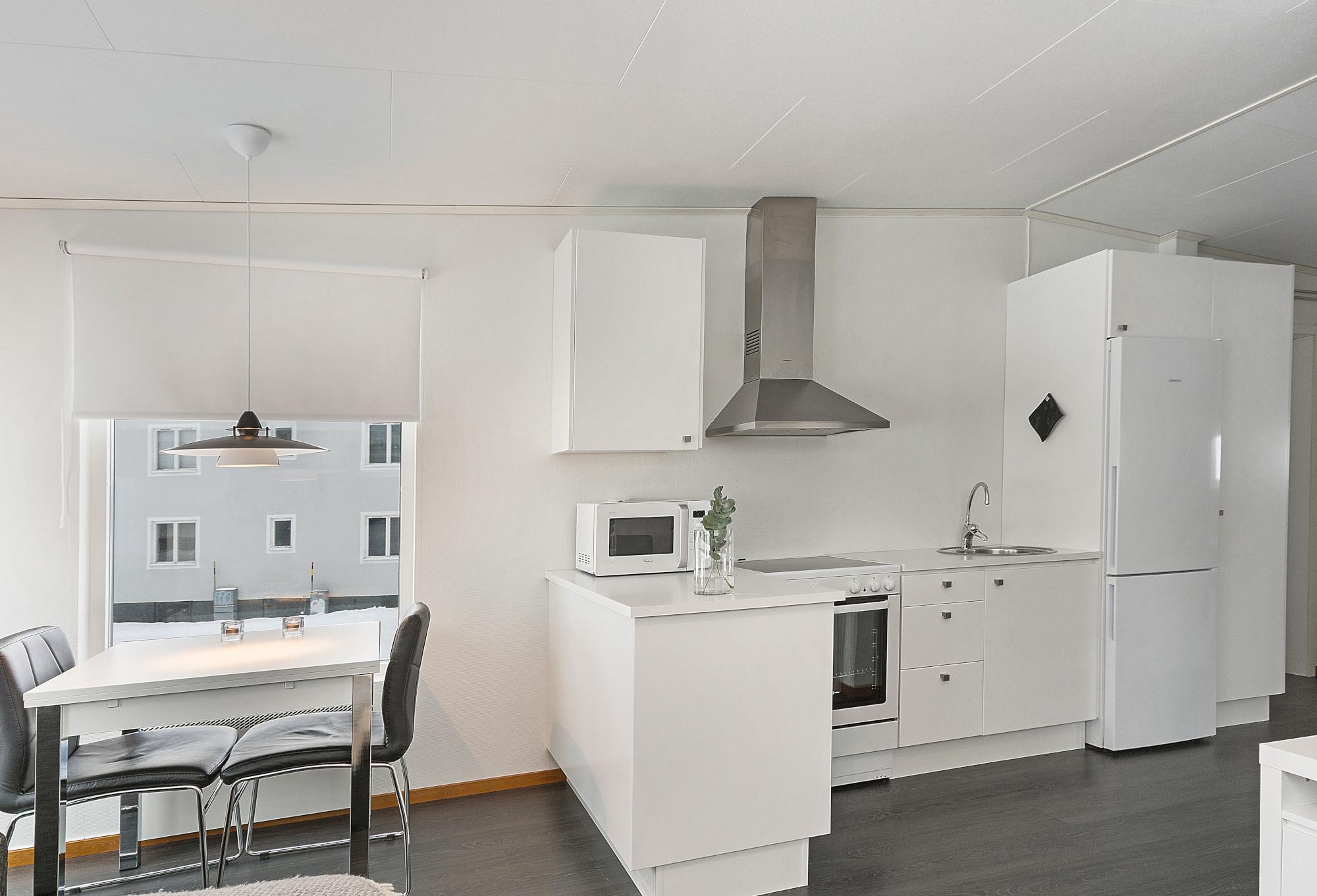 Svappavaara - Här finns ett rumsboende med 54rum för uthyrning. Rummen är ljusa och nyrenoverade med nyrenoverade kök och duschutrymmensom delas med övriga hyresgäster . Rummen kan hyras möblerade eller omöblerade på kort och lång tid. Kontakta oss för priser för just erat behov! om