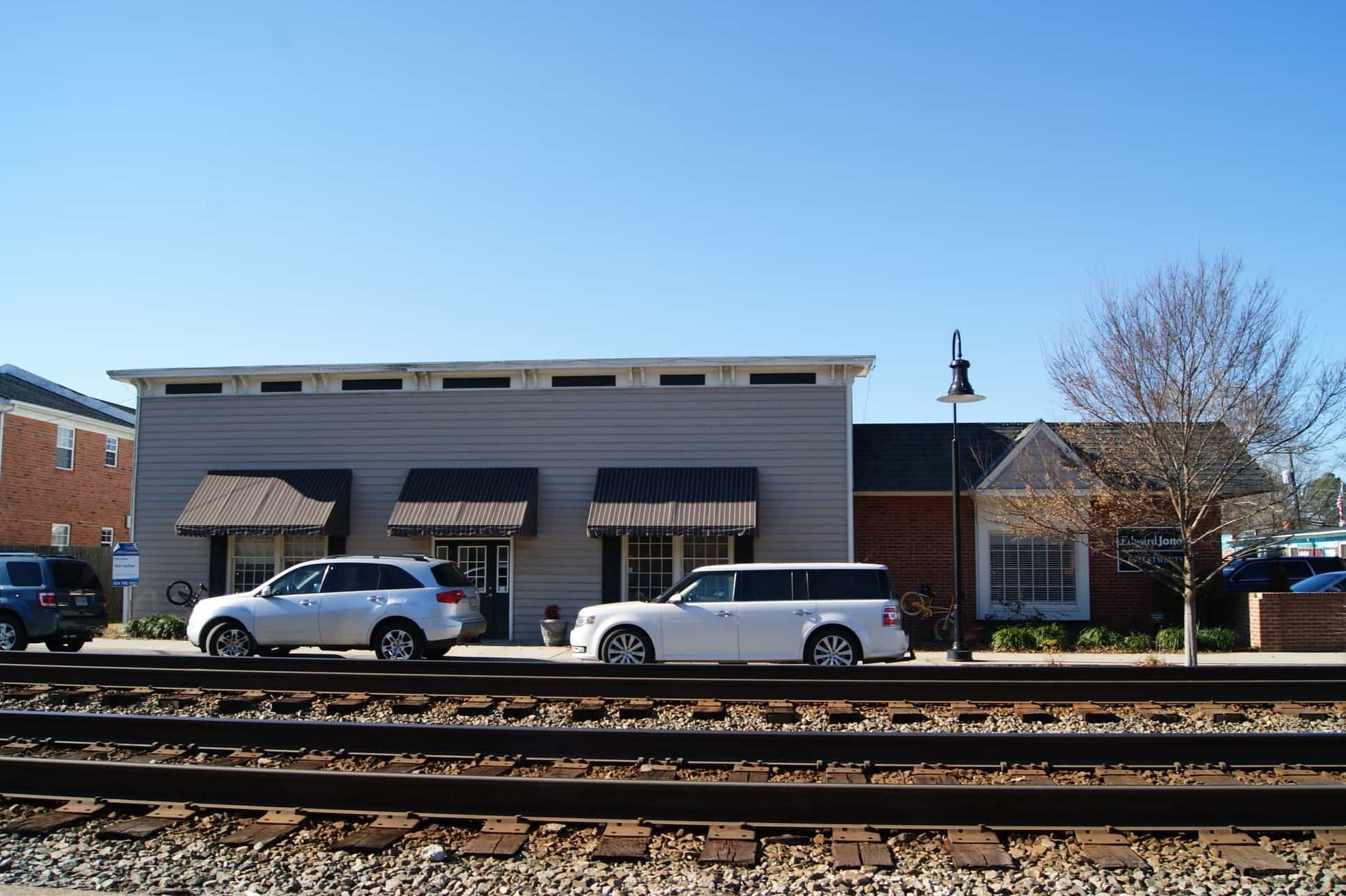 210 S Railroad - One office at 210 S Railroad on the tracks and one large office space in rear of building.Contact: Tim Shelton(804) 337-2401