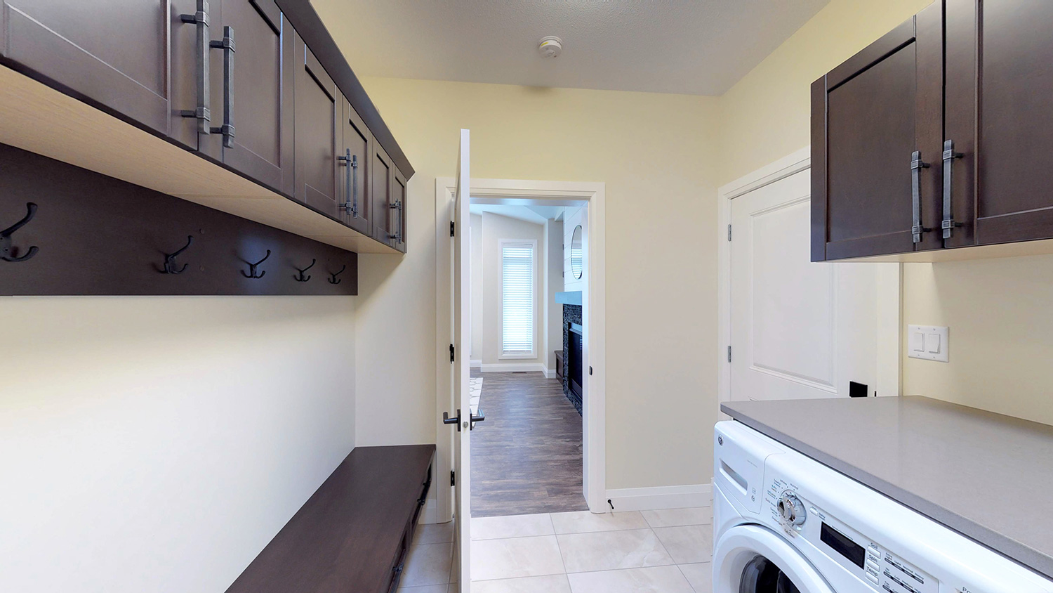 side entry/laundry