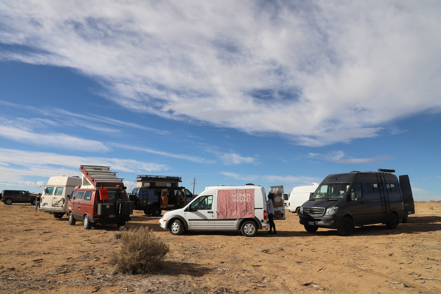 Some of the many vans that gathered in Taos — photo by Hailey Hirst