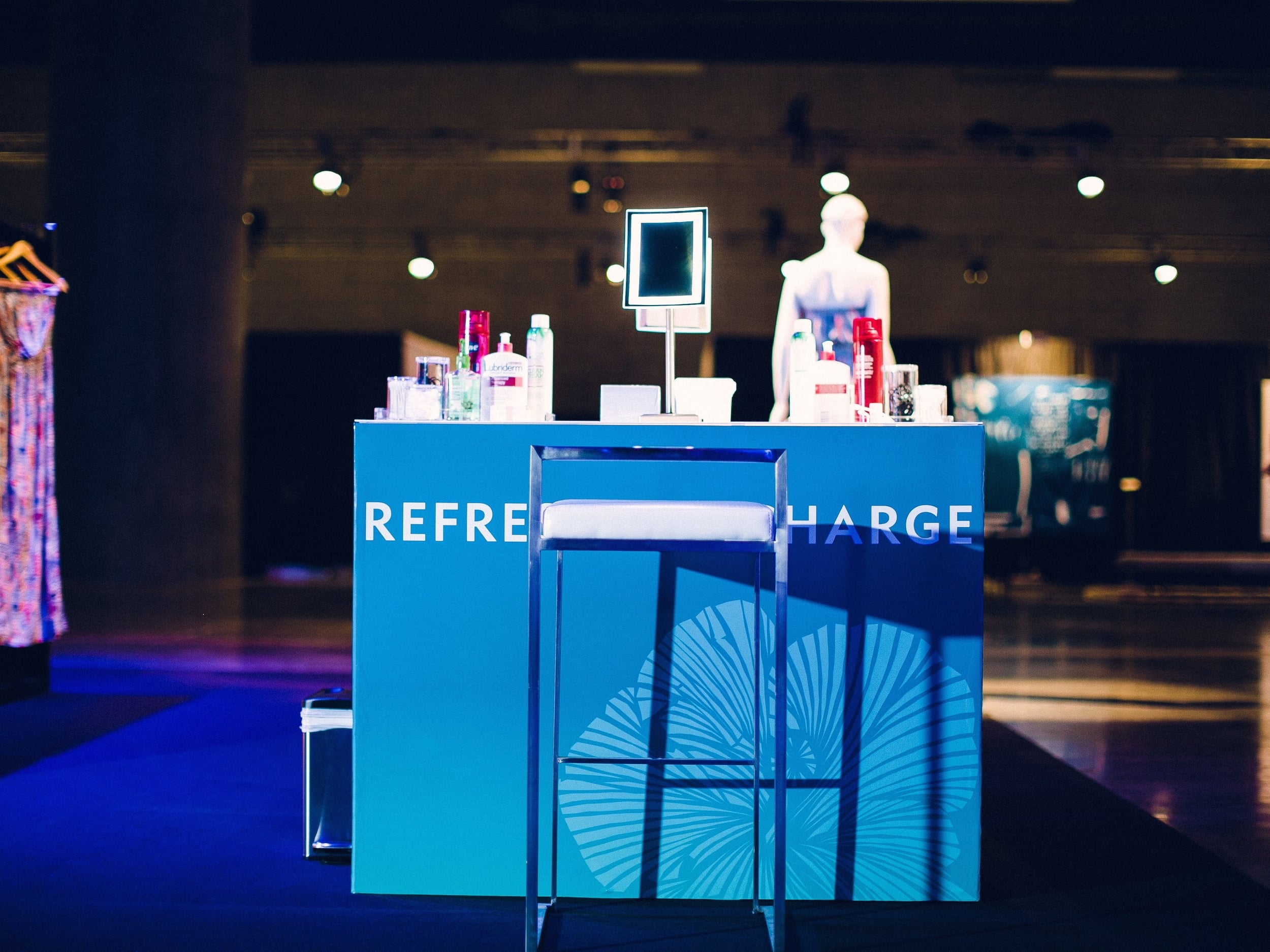 The custom-branded stations contained a variety of beauty products for folks to freshen up.
