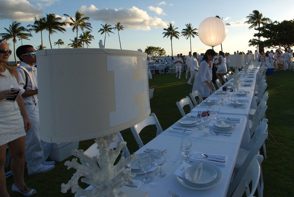 Curate-Diner-en-Blanc-Table-Lamp.jpeg