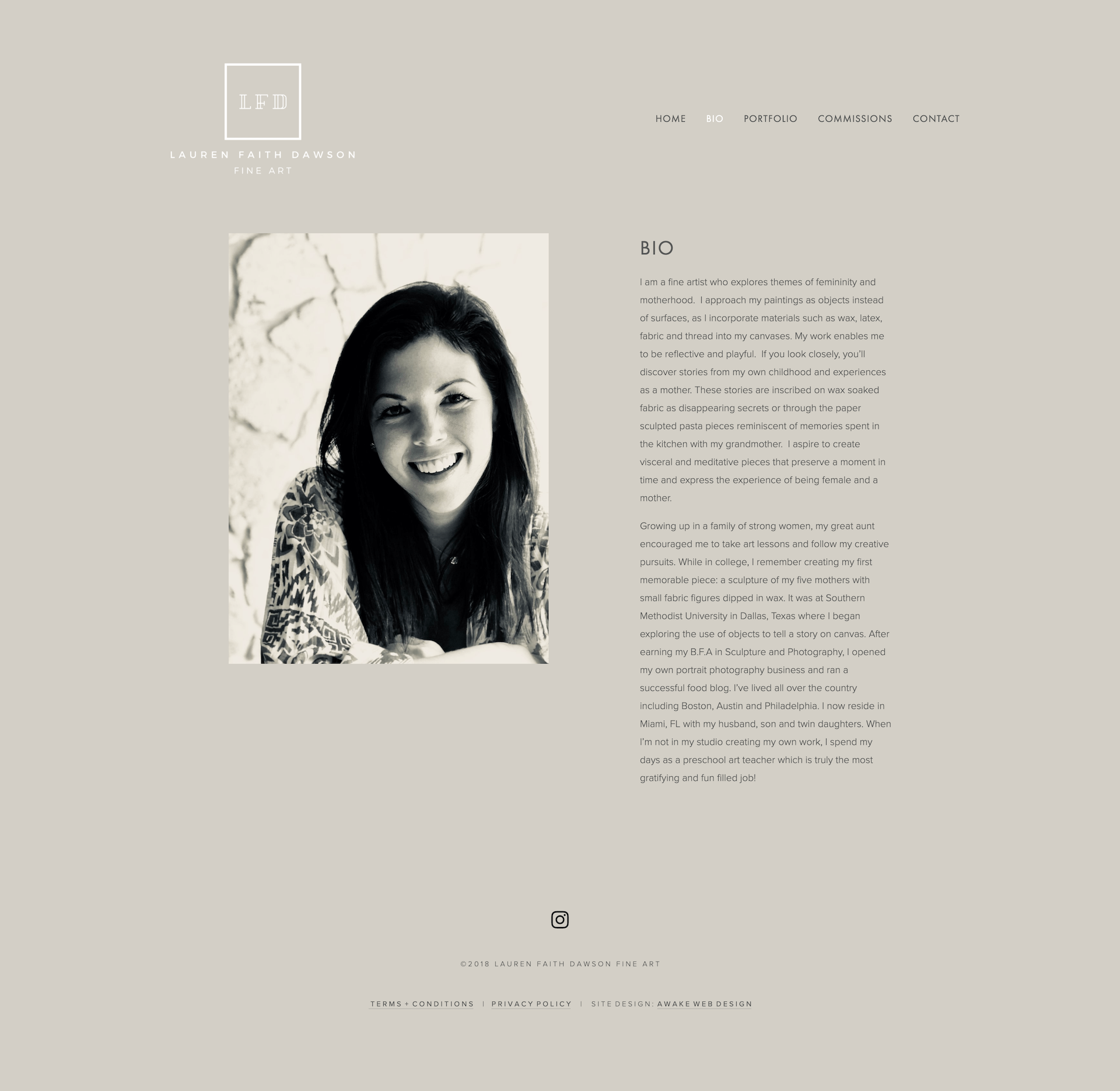 Modern Squarespace website design for Fine Artist, Lauren Faith Dawson. © 2019 Awake Website Design.