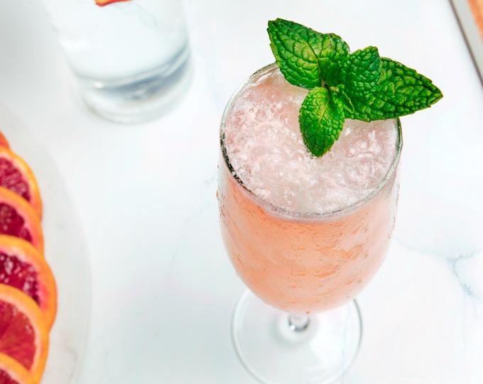 Peach-Bellini-cocktail.jpg
