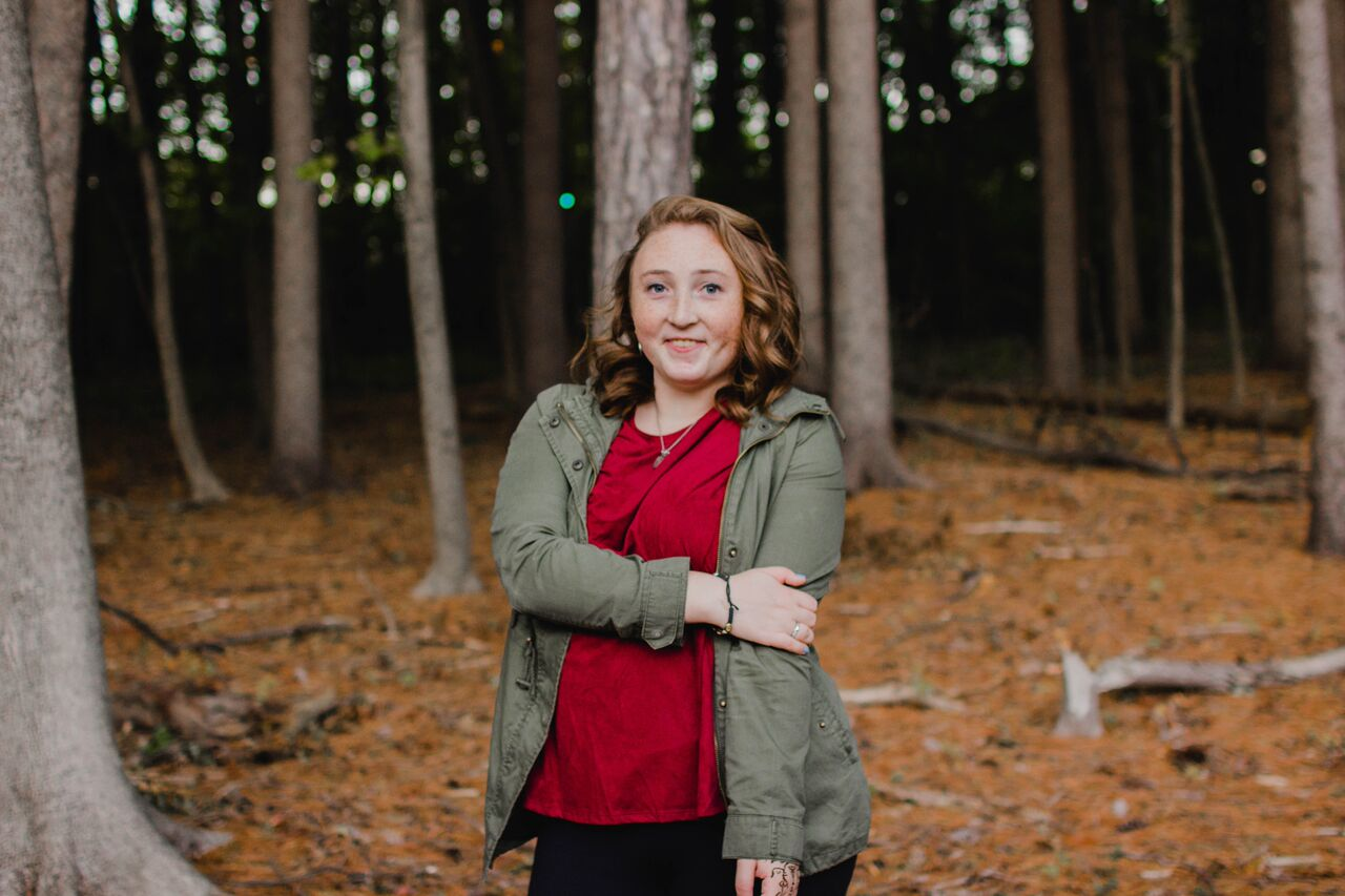 Meet Me! - Hey there! I'm Larissa, the person behind the lens. I am a sophomore in college, so I know all about senior photos. I can't wait to chat more with you!