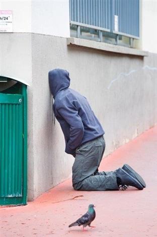 mark-jenkins-kneeling-jenkins-head-in-wall.jpg