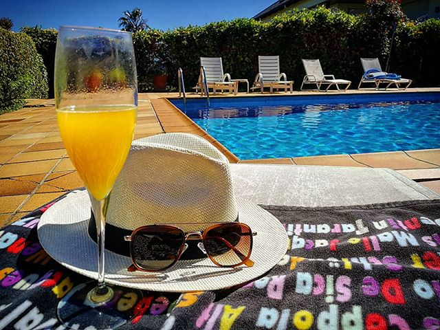 Chill Saturday by the pool warming up to Rammstein consert tonight!🤘🏻🤘🏻 ♠️ ♠️ #picoftheday #leica#huawei#huaweip10#dapper#gentleman #gentlemen#style#fashion#luxury #lifestyle#streetphotography #lifestyleblogger#watchfam #barcelona #mediterranean #mensfashion #suit #satorial #amansblog #sun #saturday
