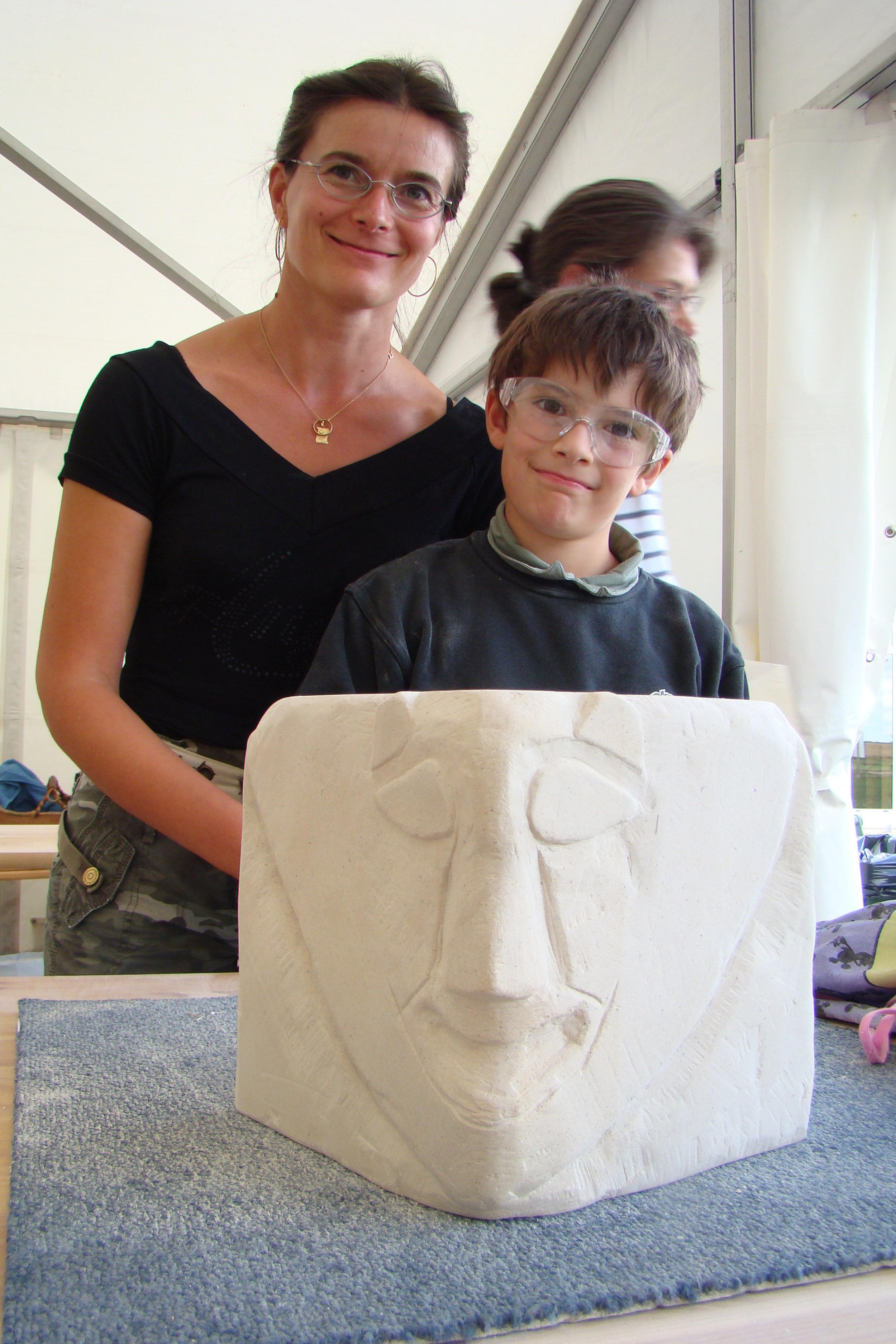 Atelier sculpture sur calcaire en famille