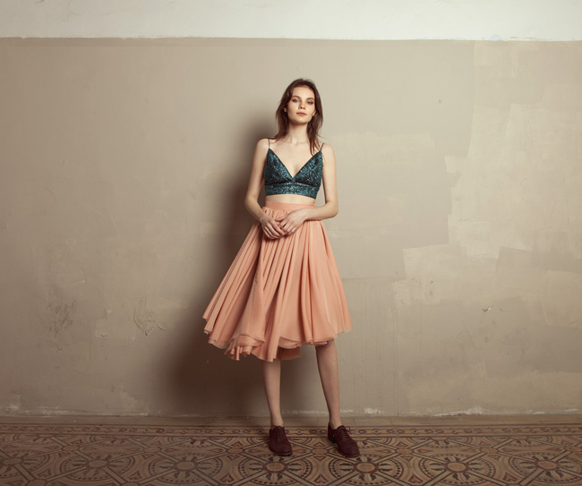 Lara Khoury | Iolanda Fall 2019 | look 4 | Peacock Raffia Bralet Top and Pink Muslin Gathered Midi Skirt.jpg