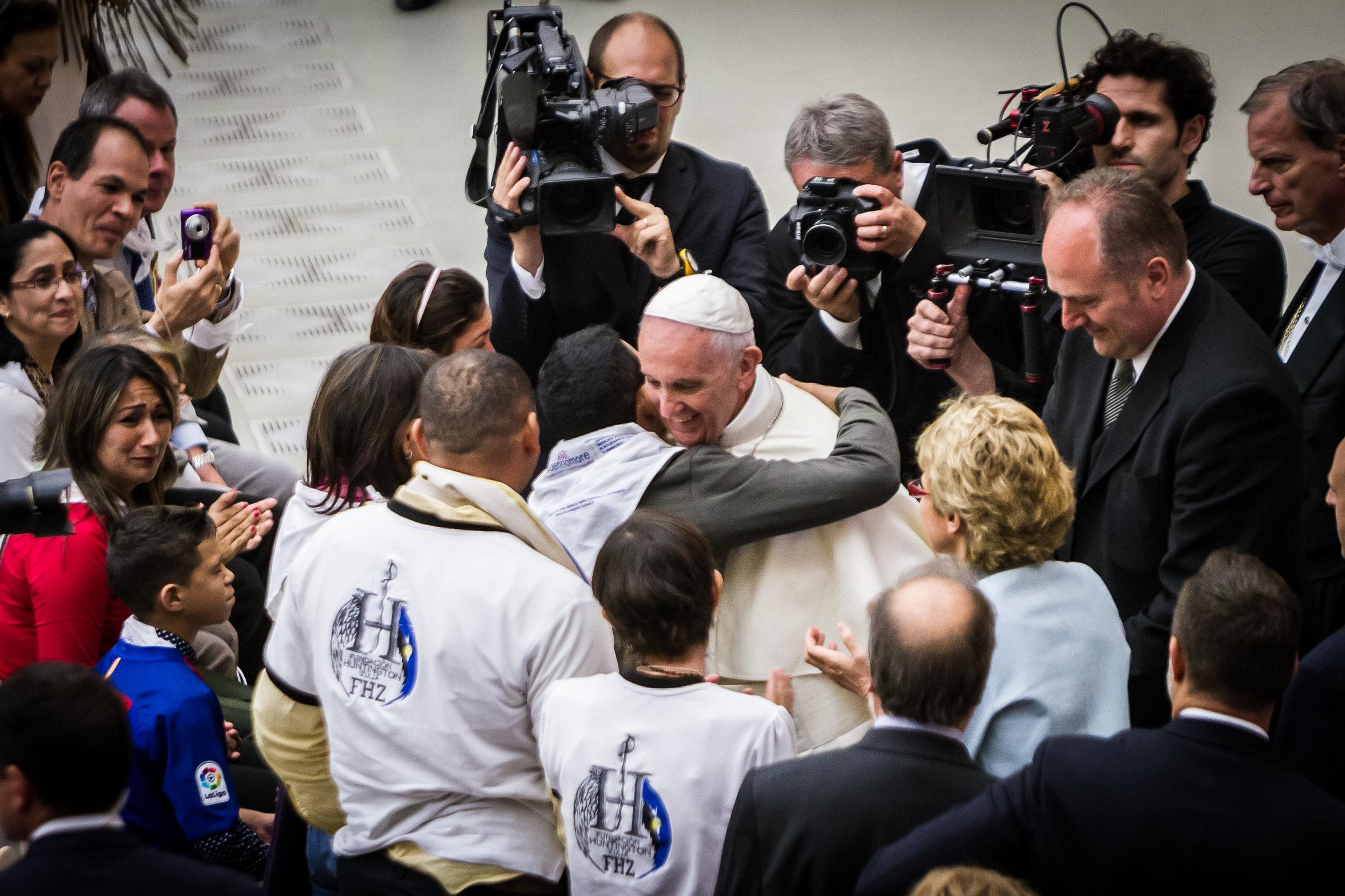 Pope Franklin embrace.jpg