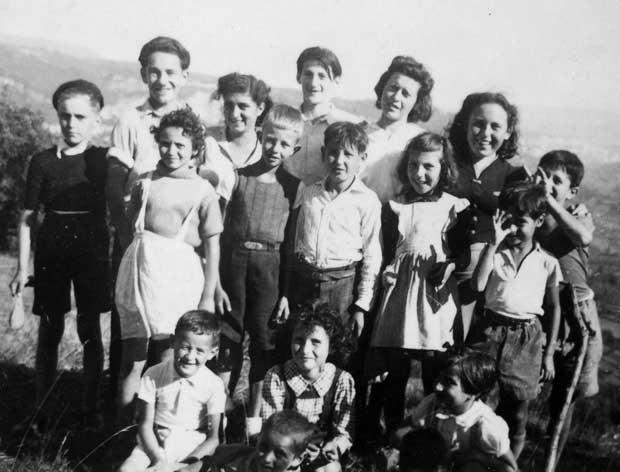 Colonie d'Izieu, été 1943 Sami Adelsheimer (en bas à gauche)