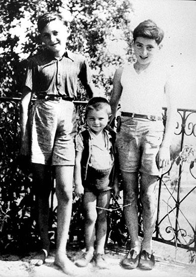 Bulka Majer-Marcel, son frère Albert et son ami Alek Bergman, Izieu, été 1943
