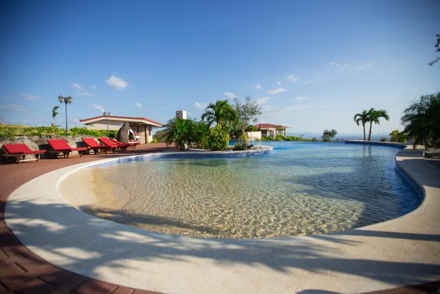 Vida Mountain Resort and Spa Pool