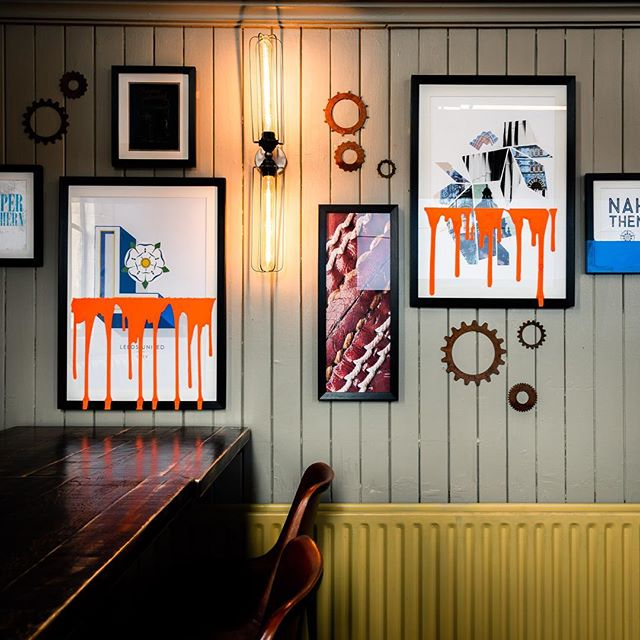 Need a wall gallery to transform the space in your restaurant or bar? We source and create art tailored to your aesthetic.  Get in touch to discuss your project.  Photo c/o @jmda_ltd_interiors  #wallgallery #artinstallation #artsourcing #bardesign #restaurantdesign #refurbishment #interiorstylists