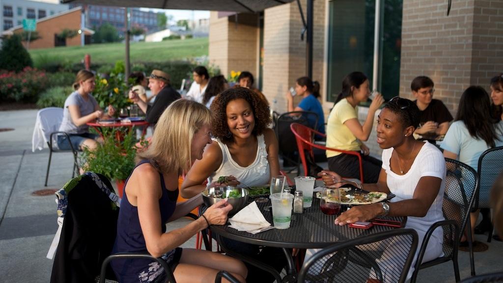 outside dining 1.jpg