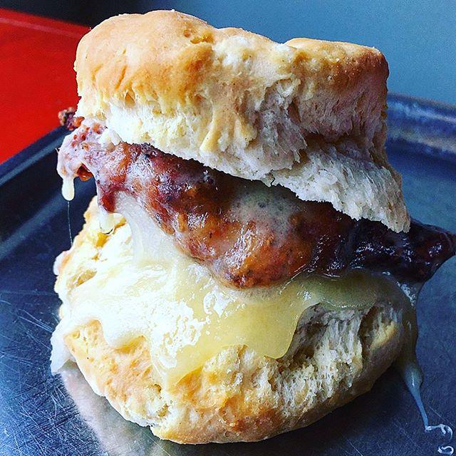 😋Good Morning, Durham!!! Cheesy Chicken Biscuit, We ❤️ U! . . . . . Thanks so much  for the awesome 📸 and shout out 👇🏼 @lifebychipsahoyt . . .  #biscuit #friedchicken #nosh #raleigh #raleigheats #foodie #raleighfood #rdueats #rdufood #carolinachomp #Yum #Nom #InstaFood #Food #EEEEEATS #HuffPostTaste #YahooFood #BuzzFeedFood #EatFamous #FirstWeFeast #ForkYeah #DevourPower #BrunchBoys #myfab5 #eatingfortheinsta #durhamfood #brunch #durham