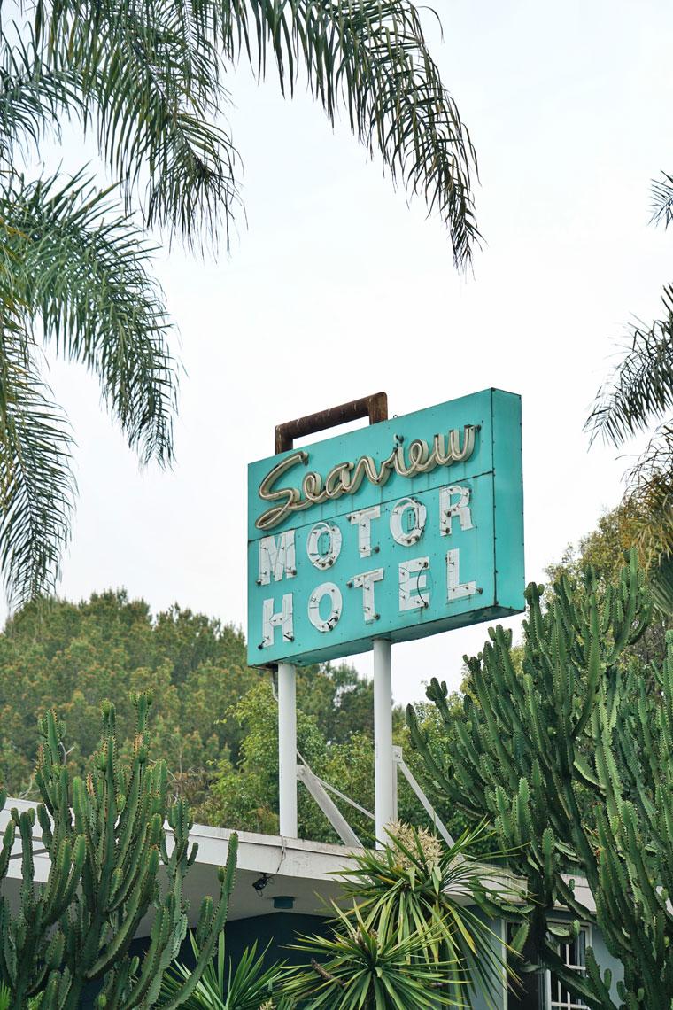 neon-seaview-hotel.jpg