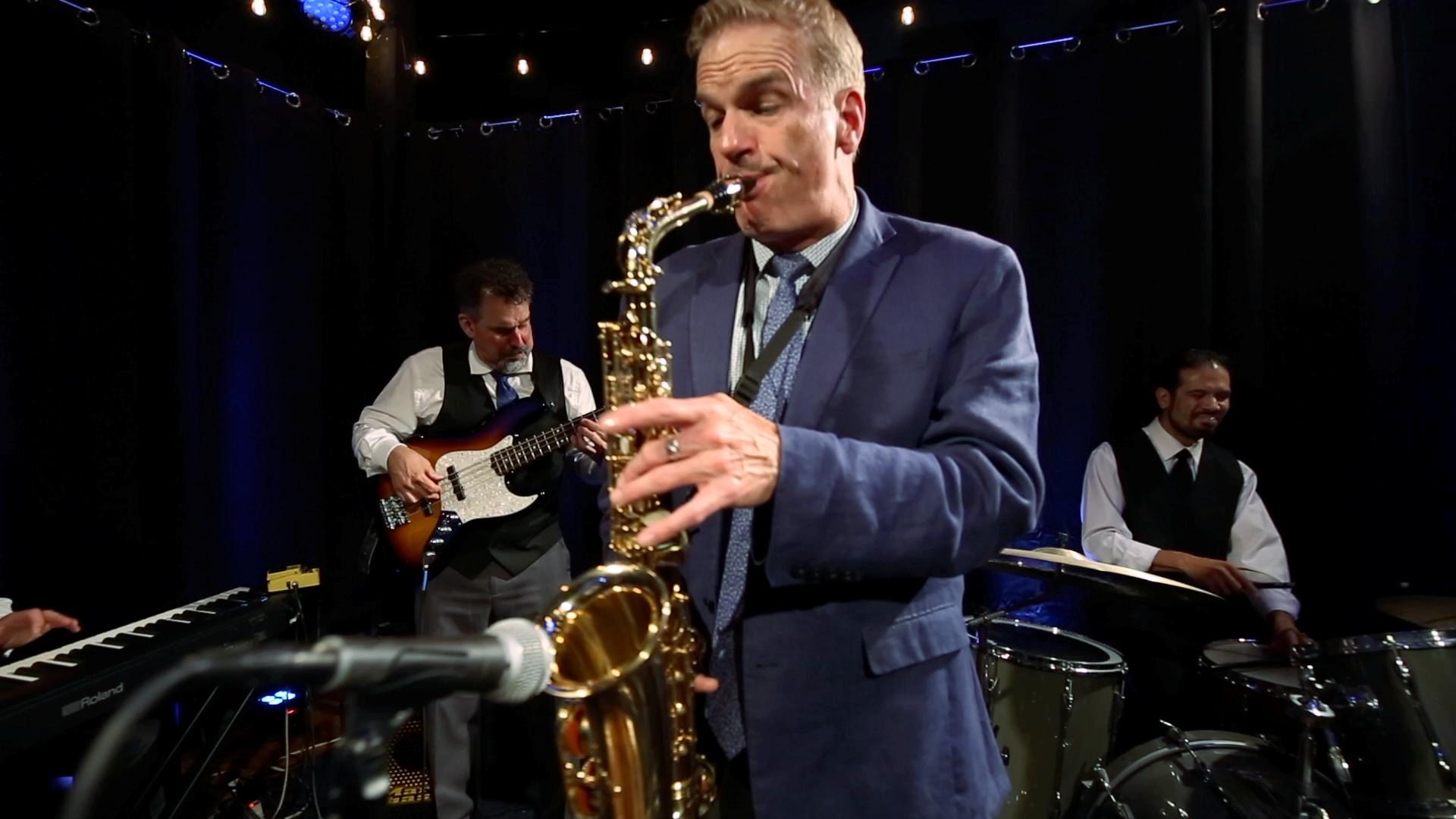 mg jazz club - sax2.jpg