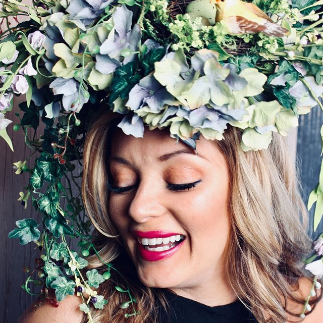 When it finally starts to feel like spring... #eyelashextensions #volumelashes #lashes #throwbackthursday #eyebrows #lashesandbrows #permanentmakeup #lashextensions #chicagobeauty #nomakeup #mascarafree #volumelashextensions #lashesfordays #beautyshot #lashmodel  #lashesfordays #model #beautymodel #microblading #springtime #floral