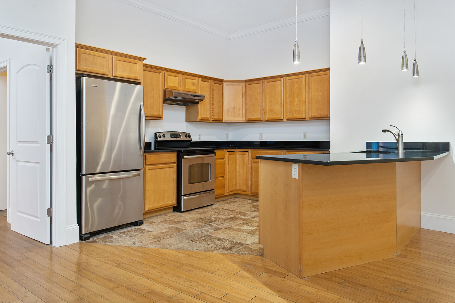 the-telephone-building-providence-rhode-island-luxury-apartment-granite-kitchen.jpg