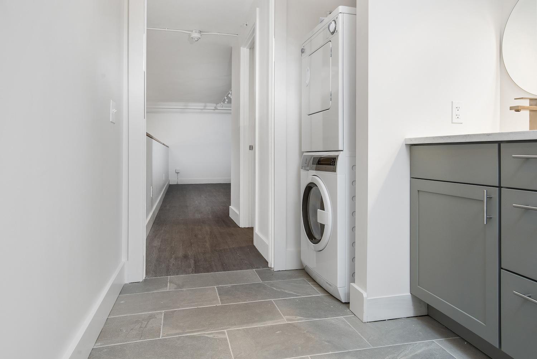 the-telephone-building-providence-rhode-island-luxury-loft-in-unit-laundry.jpg