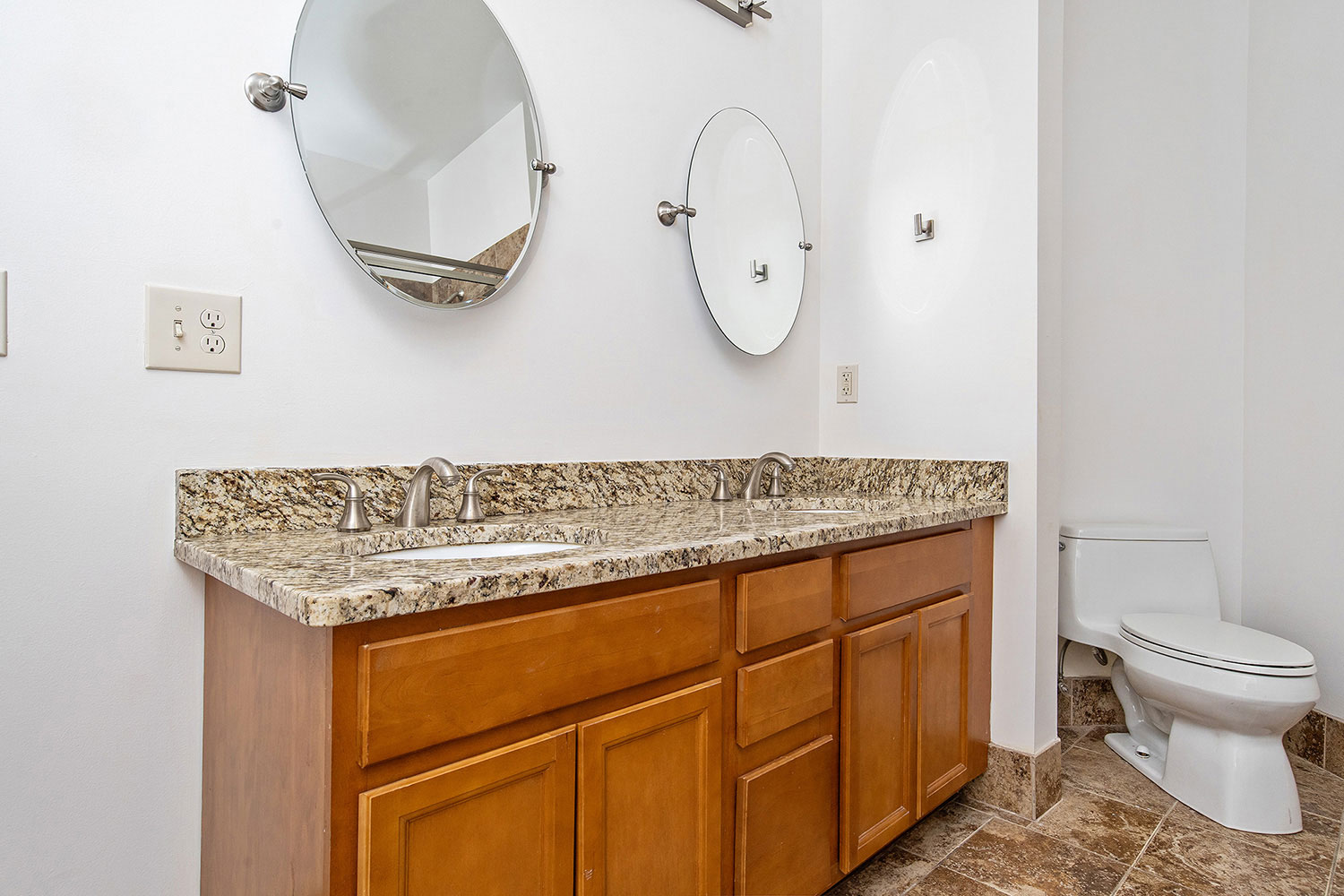 the-telephone-building-providence-rhode-island-luxury-apartment-guest-bathroom.jpg