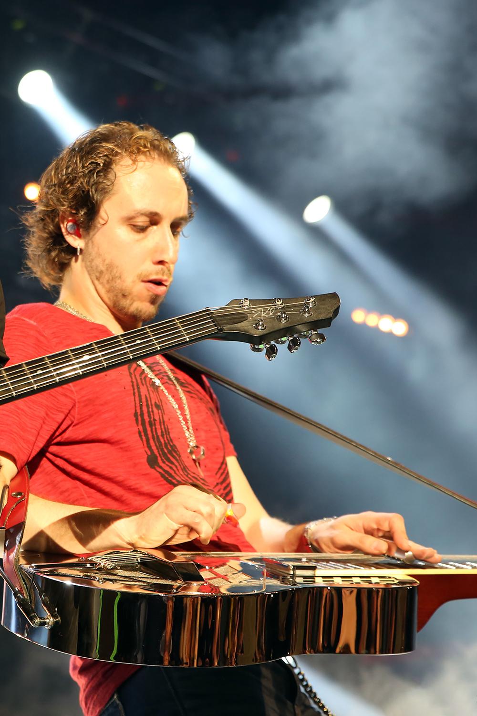 Sasha Ostrovsky plays the RM-991