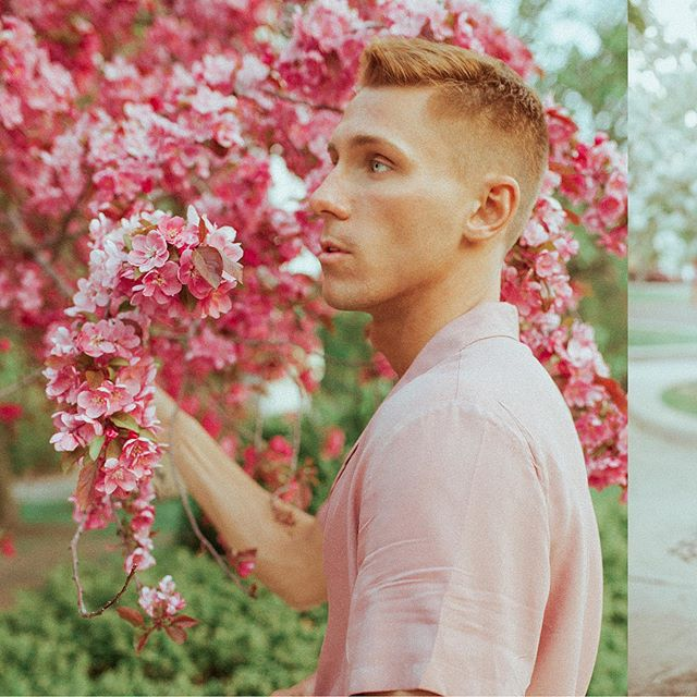 Infinite Content • • • •  #ftmedd #photographyislifee #PostThePeople #featurepalette#2instagoodportraitlove #gay #pride #quietthechaos #featurepalette #featureMePF #featurecreature #bleachmyfilm #prismphotography #sharpenmyfilm #vscoportraits #Minneapolis #Chicago #personal #photooftheday #instagood #picoftheday #friend #portraitphotography #portrait #MoodyPorts #calvinboylesphotos #iseeyourtalent