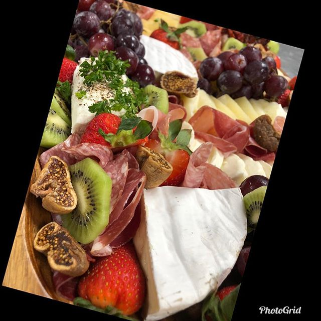 KNK's amazing Charcuterie board! Perfect for any occasion! 🍓🍇🧀🥓🍷 #charcuterieboard #kenuikitchen #cheese #fruit #wineandcheese #meatandcheeseboard #appitizers #foodisart