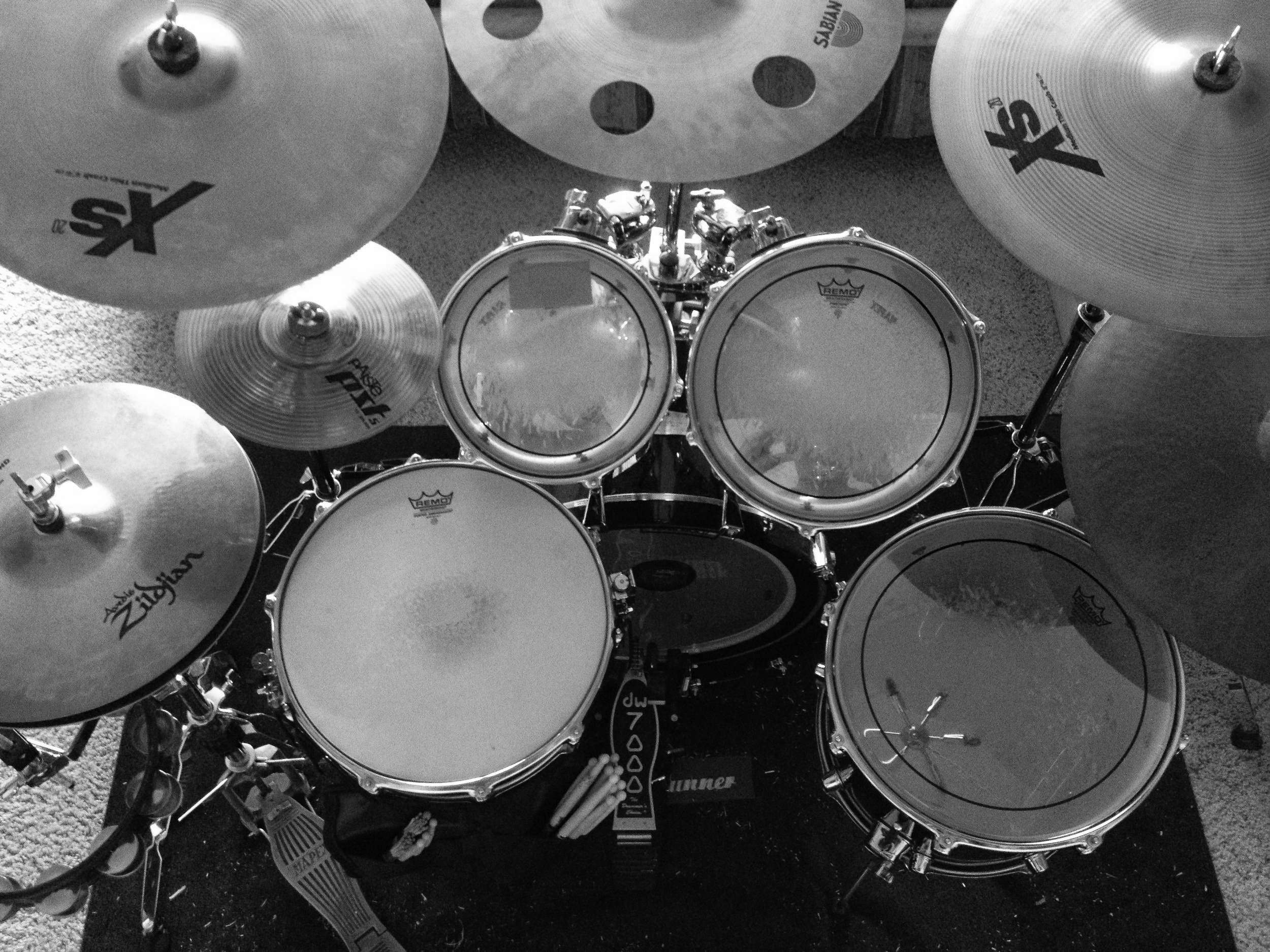 DW Performance series drum set with Zildjian, Sabian and AAX cymbals