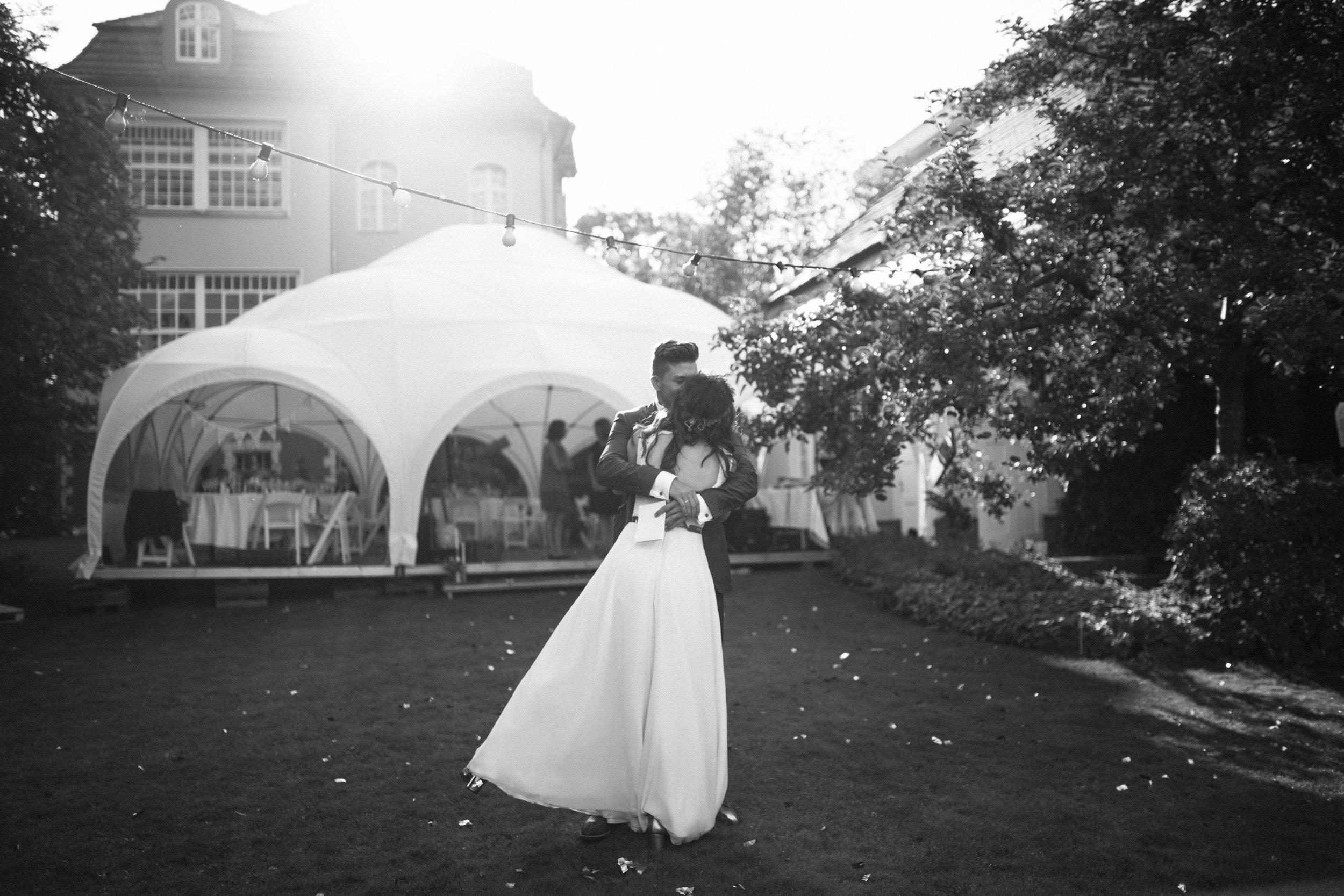 0013 - Dressed in White - Hochzeitsfotograf Berlin.jpg
