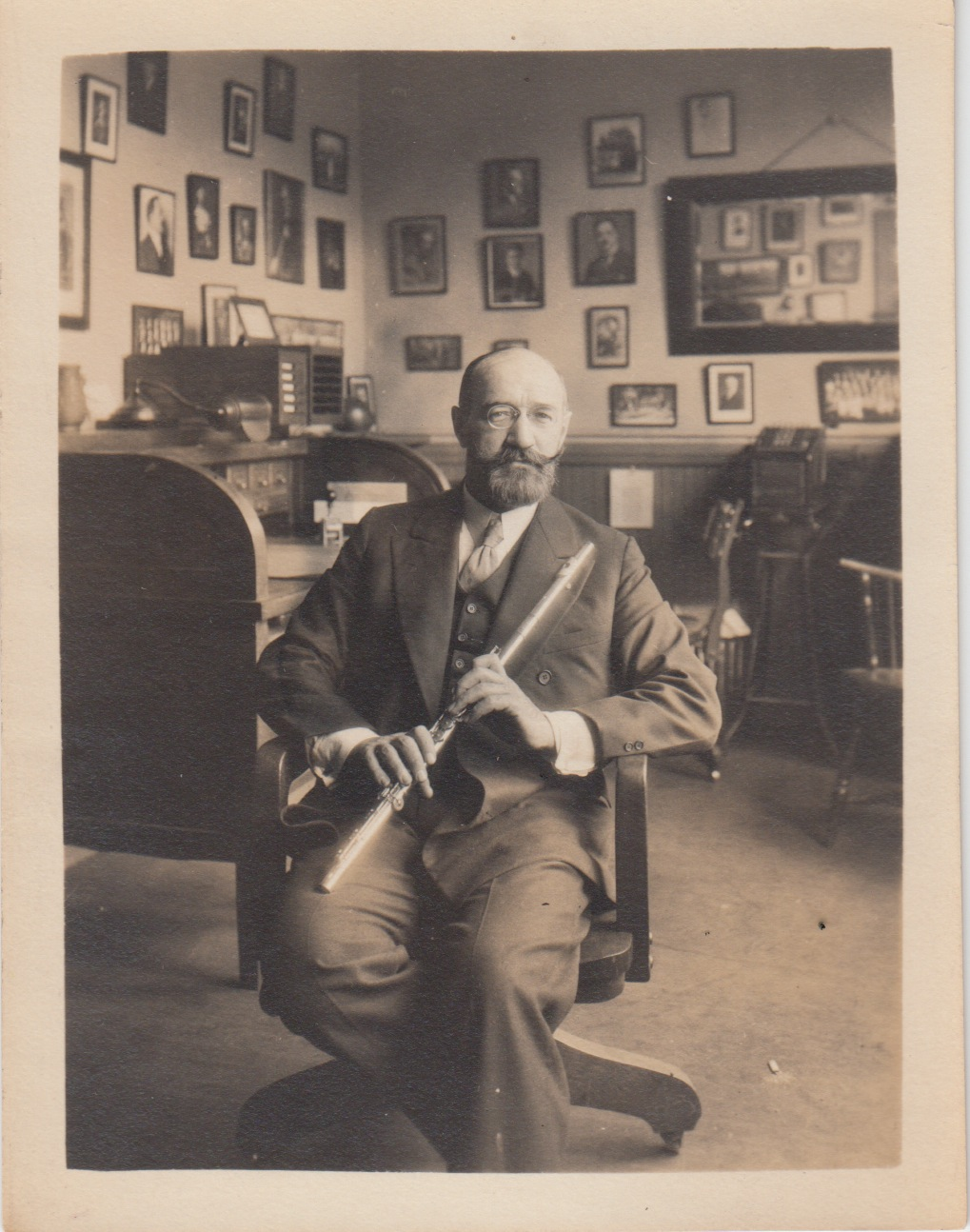 1919 – Georges Barrère, then principal flutist with the New York Symphony, becomes Artist Advisor to the company. - Together Haynes and Barrère developed the American version of the French Flute. The initial models had