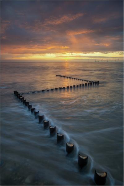 CAISTER ON SEA AT SUNRISE - Richard Potter