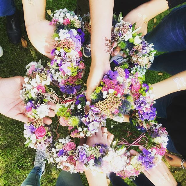 Ladies...Pläne für den diesjährigen Junggesellinnenabschied schon fertig? Wie wäre es mit einem Blumenkranz-Workshop? Wir kommen zu euch nach Hause, in den Park oder gern auch ins Café. • • • • #happyyouhappyme #bridetobe #bridetobe2019 #jga #junggesellinnenabschied #hochzeit2019 #hochzeit2020 #trauzeugin2019 #trauzeugin2020 #jgaideen #berlin #maidofhonor #trauzeuginnenplaner