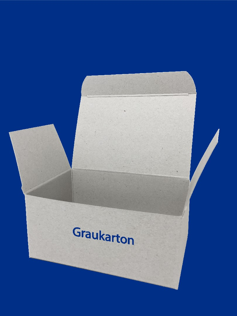 baden_karton_graukarton freigestellt+beschriftet+blauer hintergrund.jpg