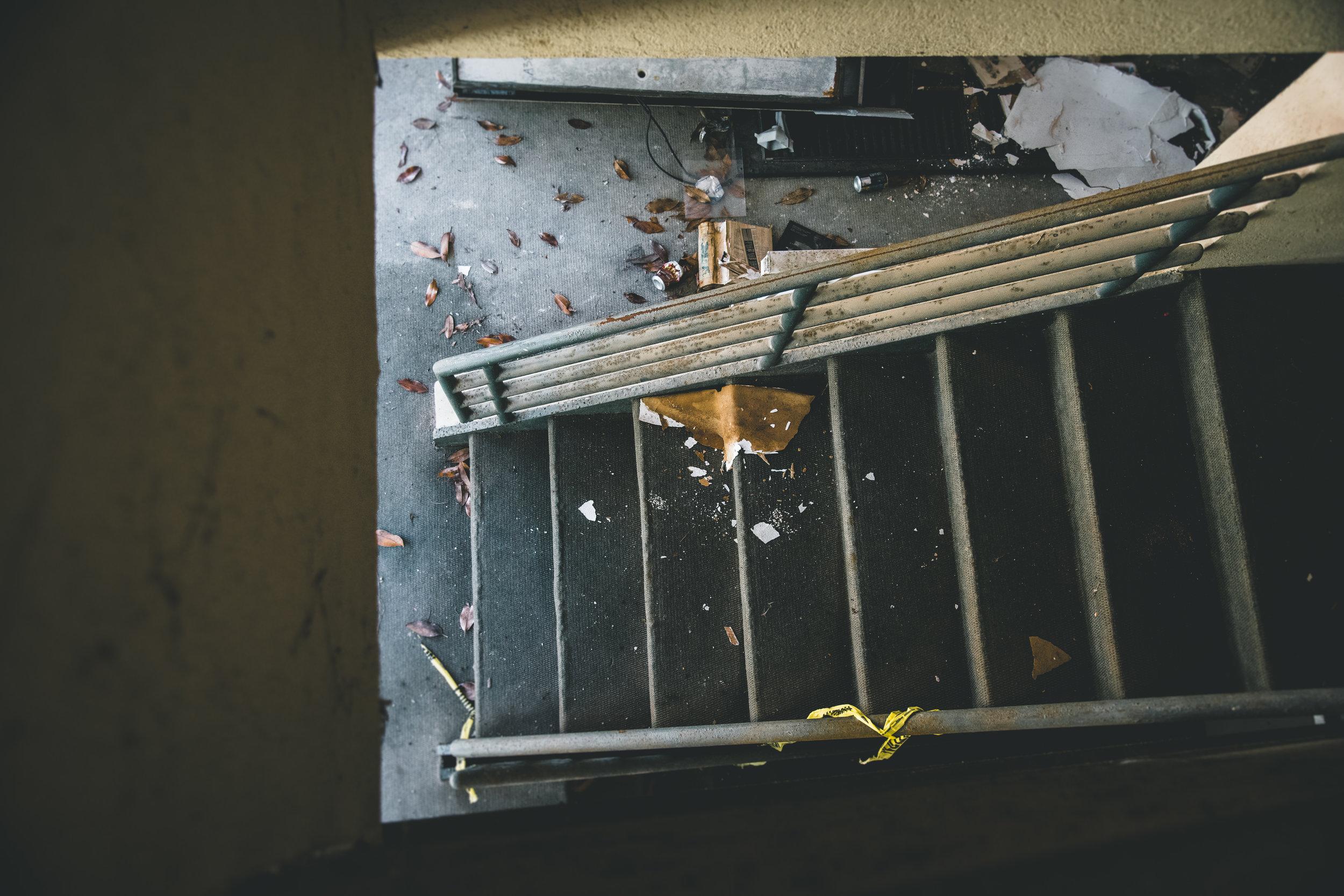 kw-abandoned-hotel-sc-img1.jpg