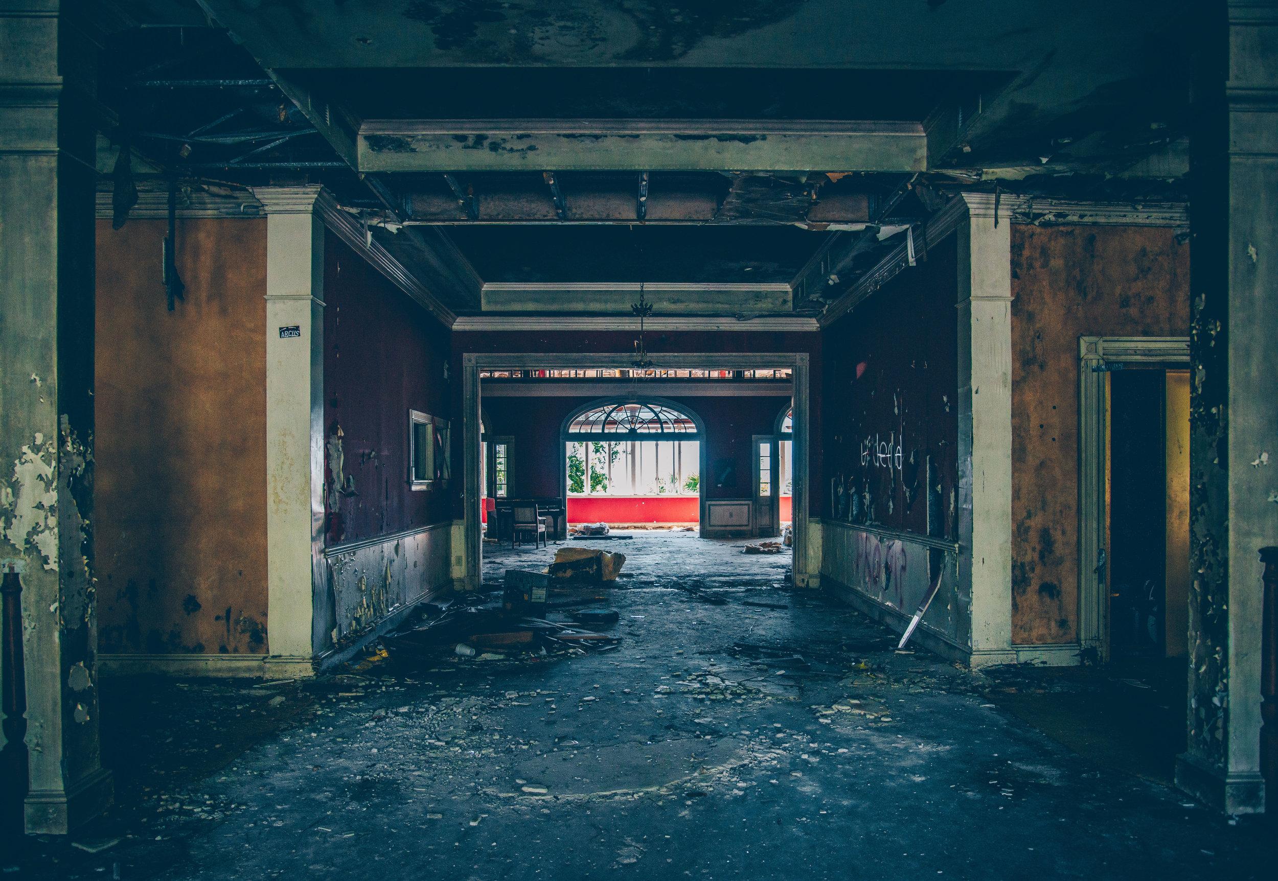 kw-abandoned-hotel-sc-img16.jpg