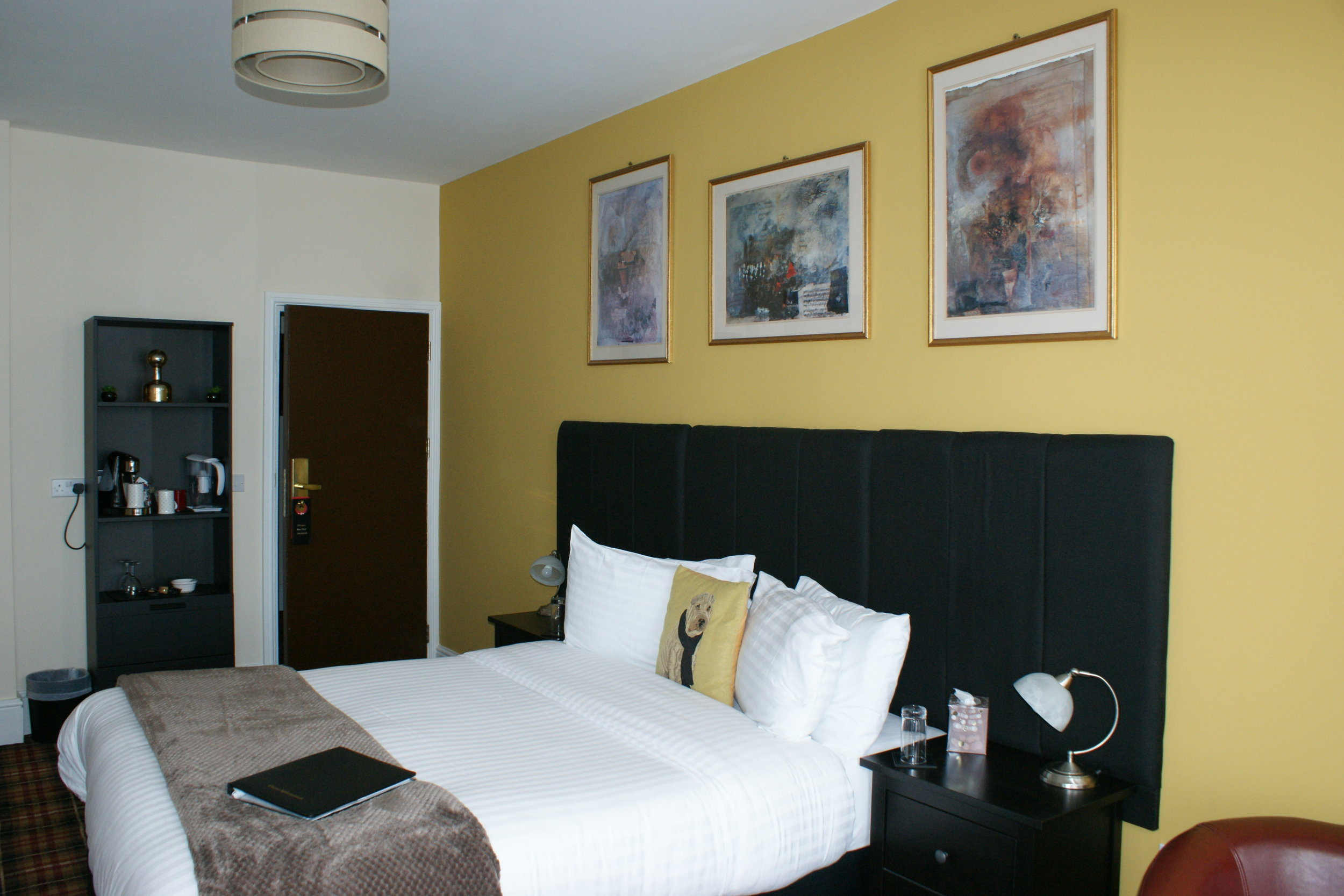 Rm10-Bedroom(2).JPG