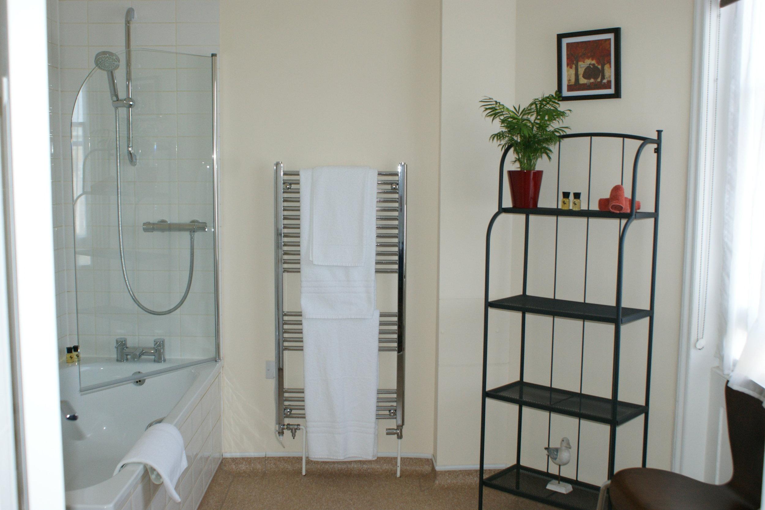 Room8Bathroom.JPG