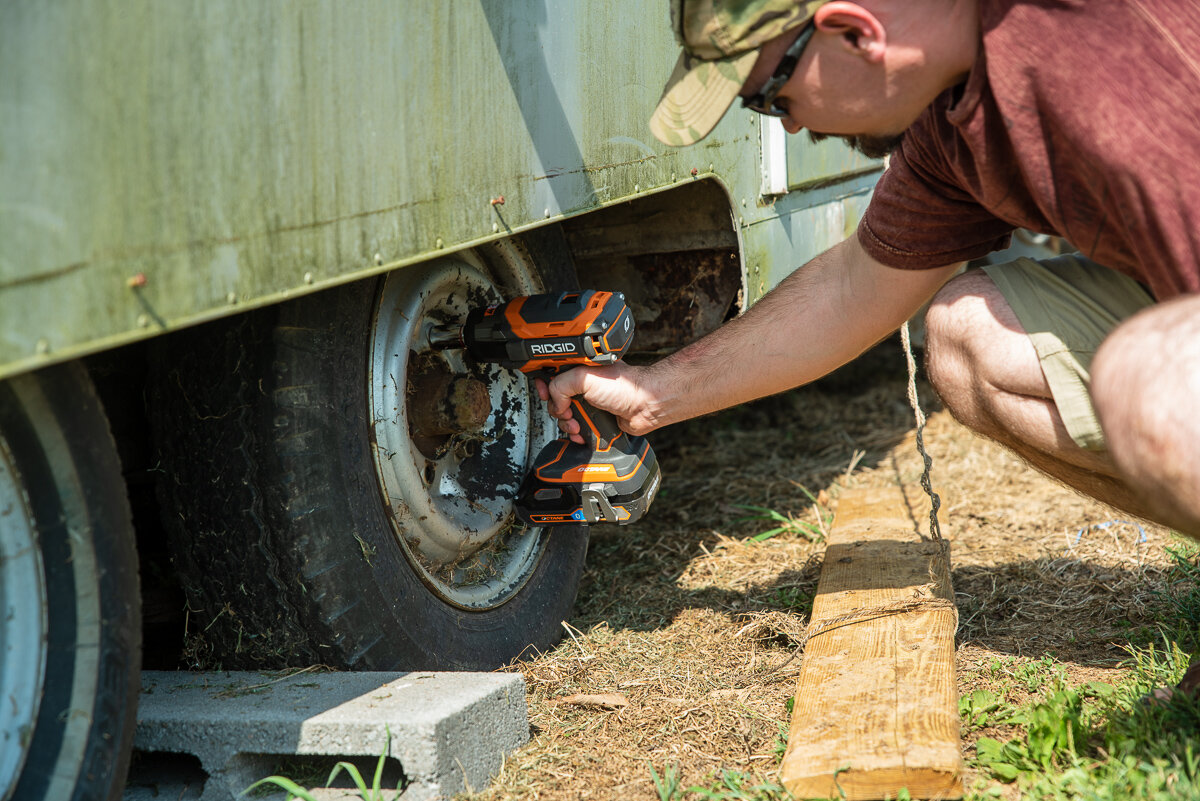 Tightening lug nuts with the Ridgid Octane Impact Wrench