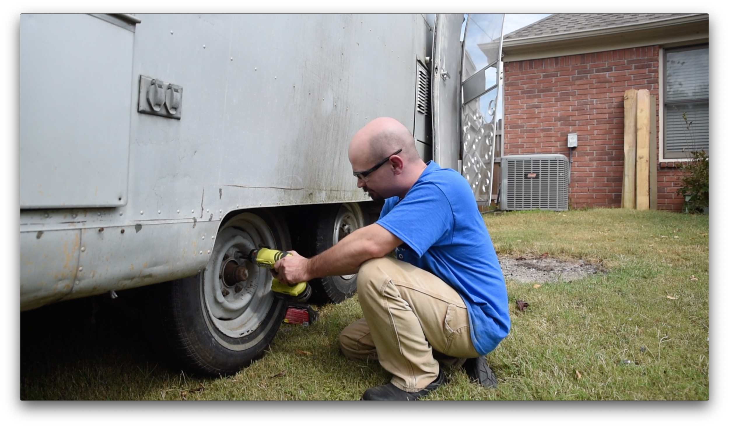 Removing the Avion Vintage Camper tires with the Ryobi Impact Wrench
